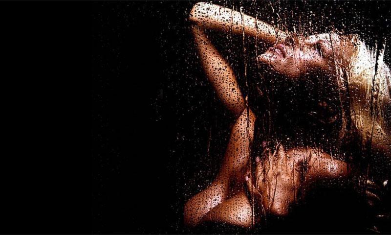 Девушка в душе фотообои, фото ххх большие дырки